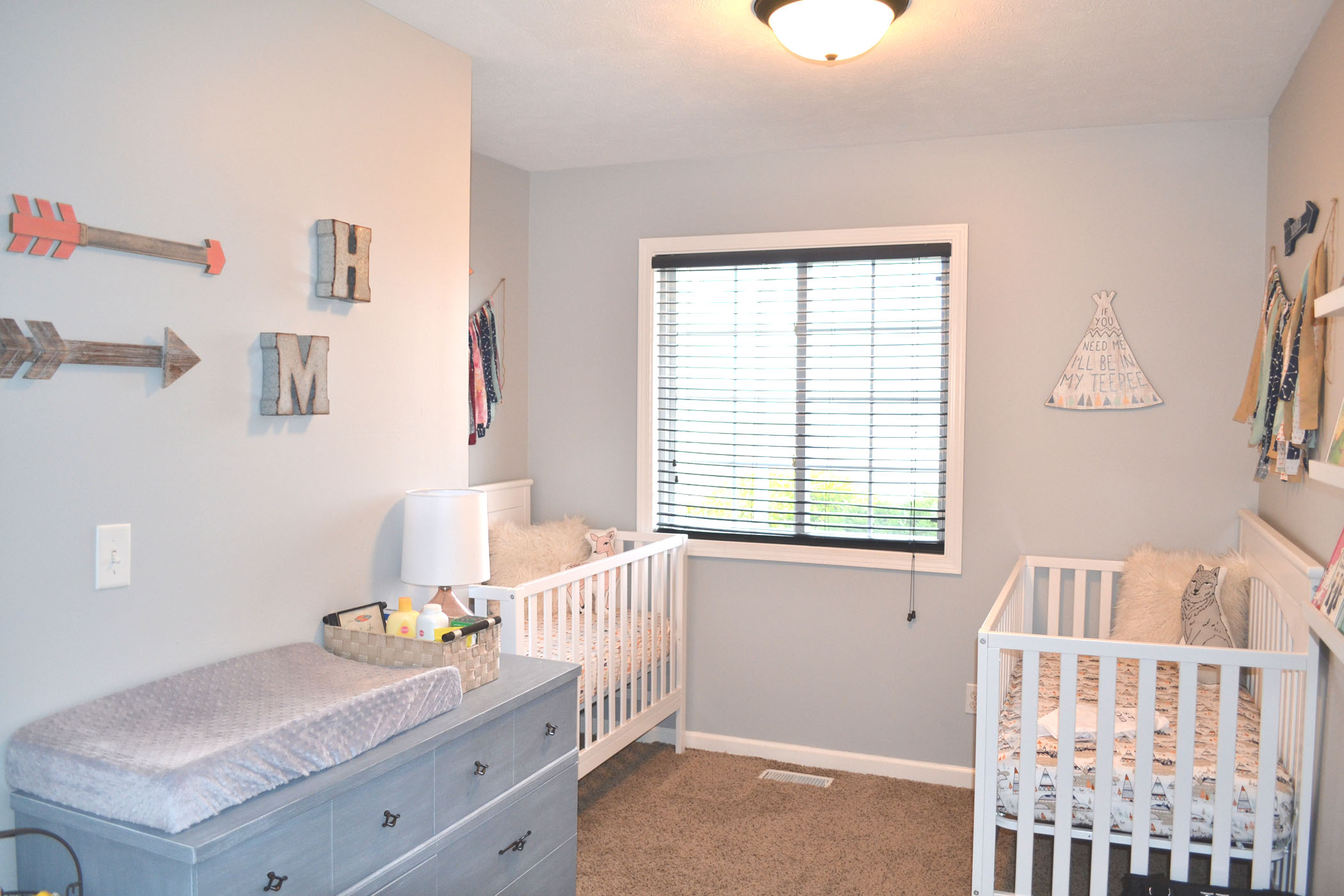 boy_girl_twin_nursery_10